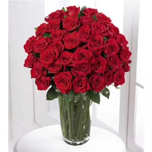 60 red Rose in a glass vase