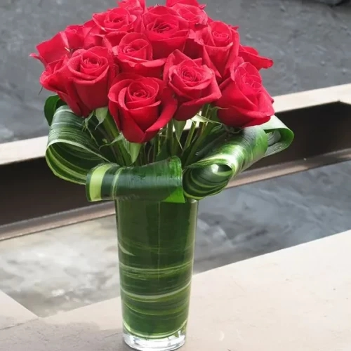 15 red Rose with glass vase