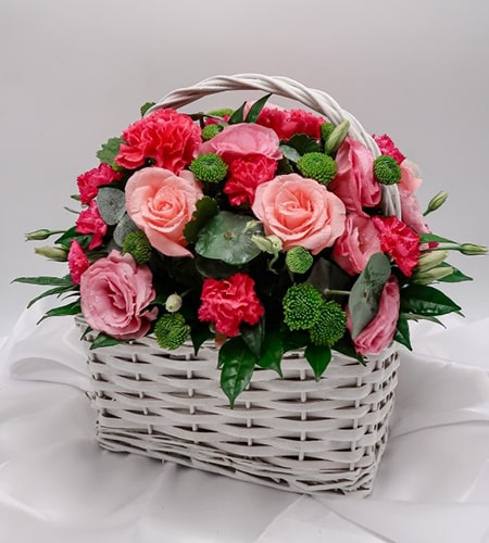 Arrangement 4 pink rose and 4 white rose