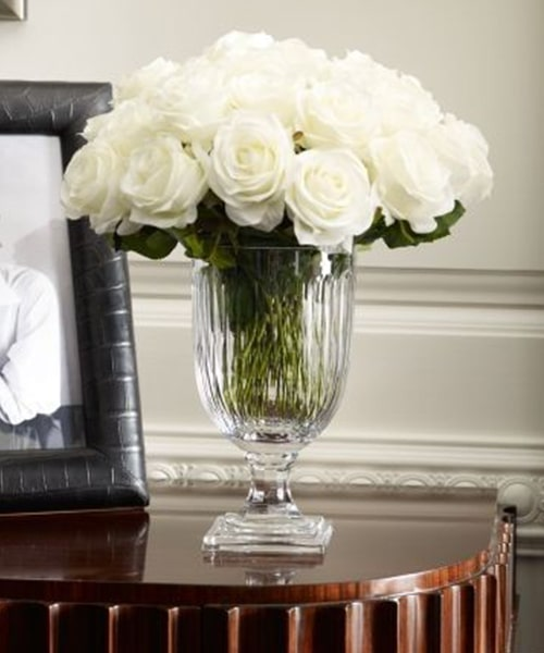 25 white rose with glass vase