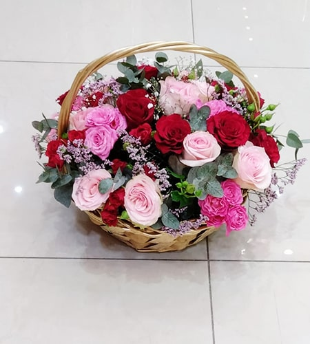 Handle basket mix of red flowers