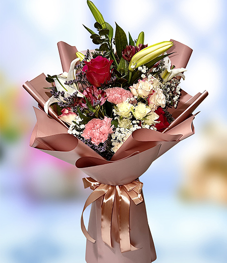 12 red rose in a glass vase
