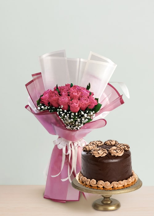 light pink rose bouquet with chocolate cake