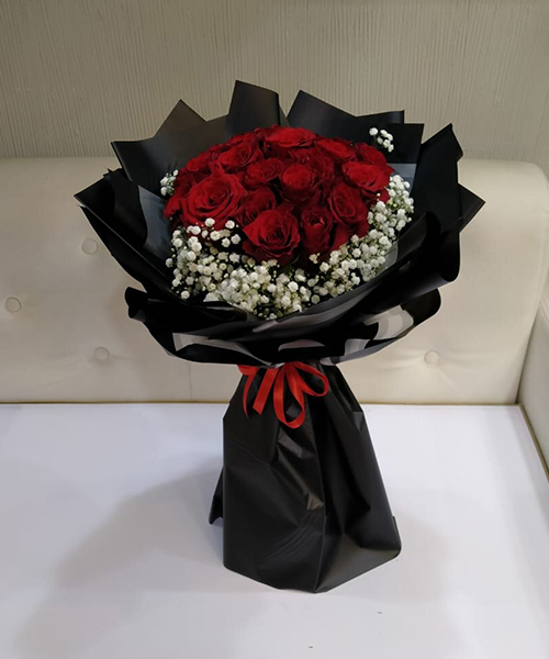 Red Roses Romantic Bunch 12 pieces
