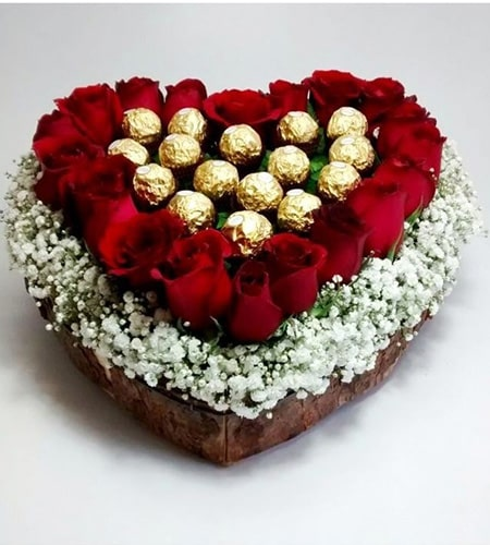 Entacting roses and chocolates arrangement