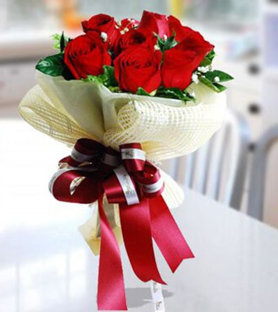 Lovely Seduction 10 red roses bouquet