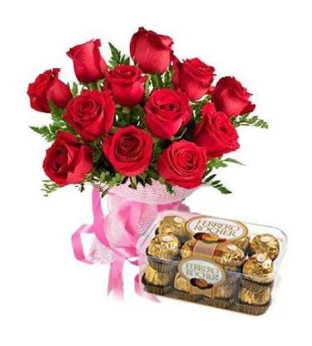 Elegent red roses with chocolates