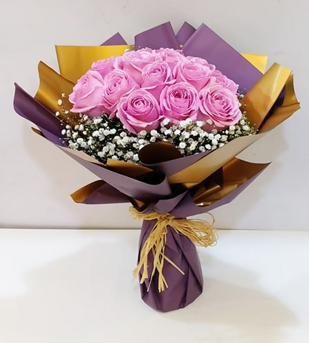 Charming 10 pink roses bouquet