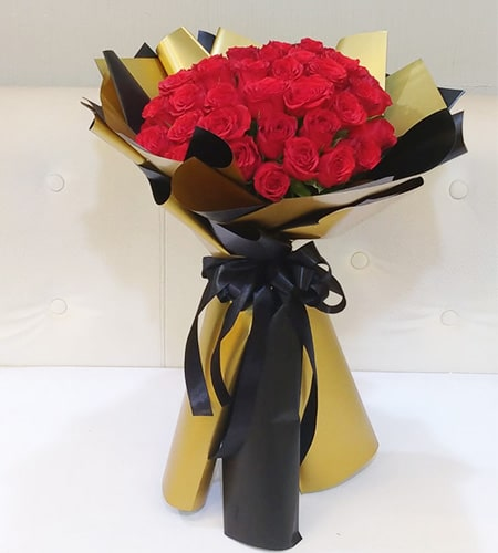 Alluring 15 red rose bouquet with nice wrapping