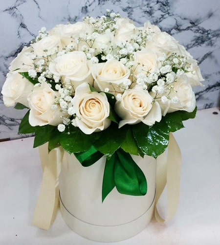 20 refined white roses with flower box