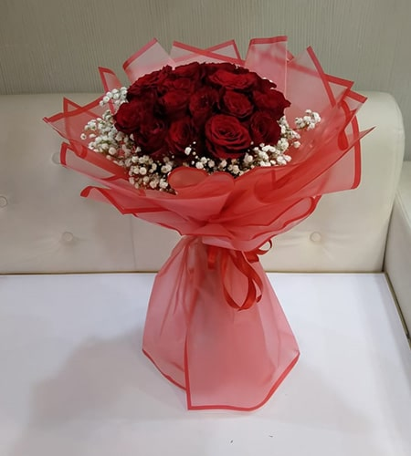 Charming 12 red roses bouquet