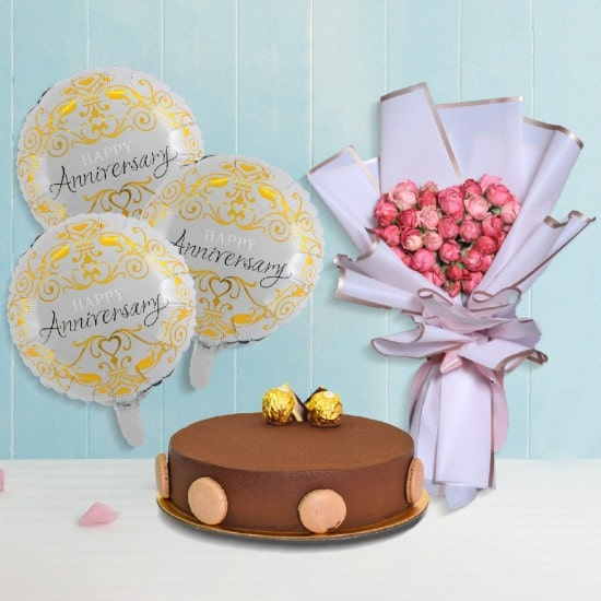 Exquisite cake with flower bouquet