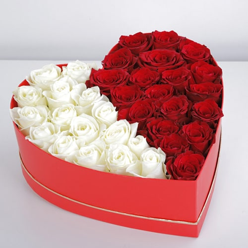 glamorous mix red and white roses box